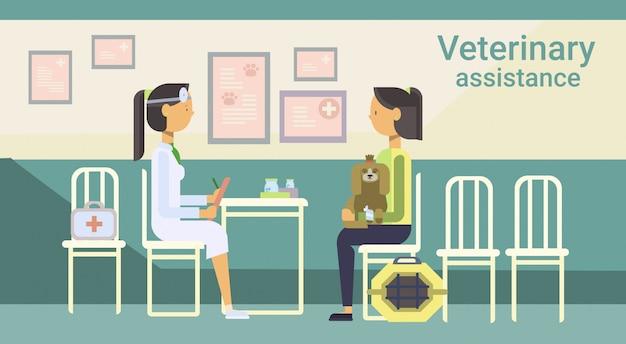 Docteur vétérinaire cure animal en clinique de vétérinaire assistance