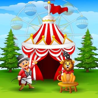 Dompteur dessin animé et lion sur le fond de la tente de cirque