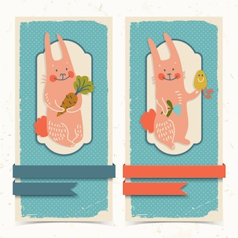Doodle bannières verticales avec des rubans et des lapins de pâques heureux tenant illustration vectorielle de fleur de carotte et oeuf isolé
