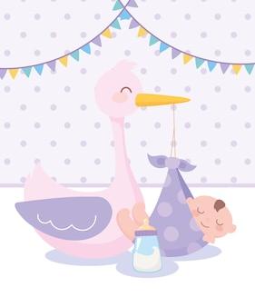 Douche de bébé, cigogne et petit garçon dans une couverture et une bouteille de lait, célébration bienvenue nouveau-né