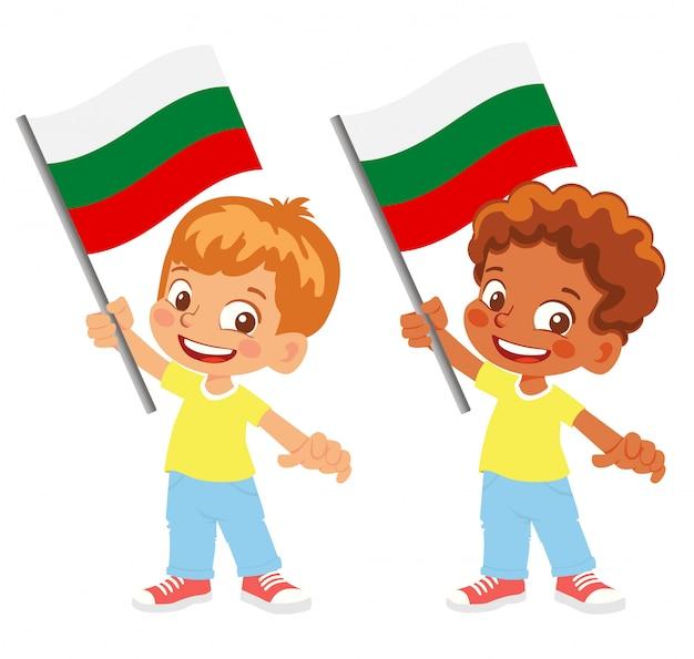 Drapeau de la bulgarie en main
