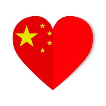 Drapeau de la chine avec l'icône du cœur sur fond blanc