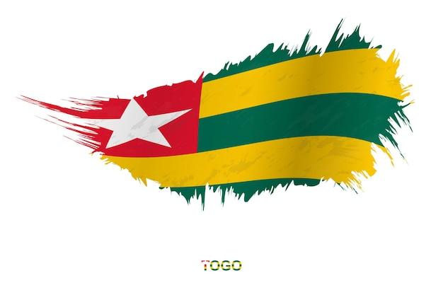 Drapeau du togo dans un style grunge avec effet ondulant, drapeau de coup de pinceau vectoriel grunge.