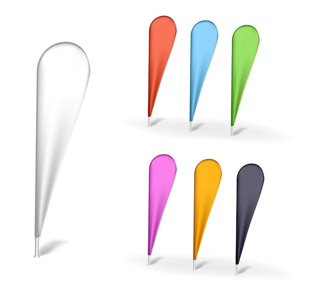 Drapeau de plumes d'extérieur multicolore vierge. publicité stander. bouclier de bannière. produits sur fond blanc isolés. drapeau arc en forme de larme, publicité beach flags