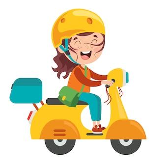 Drôle enfant conduisant une moto colorée
