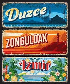Duzce, zonguldak et izmir il, assiettes vintage des provinces de la turquie. signes et autocollants grunge de voyage de la république turque de la mosquée, du phare, de la plage de la mer noire, des palmiers, des fleurs et des ornements islamiques