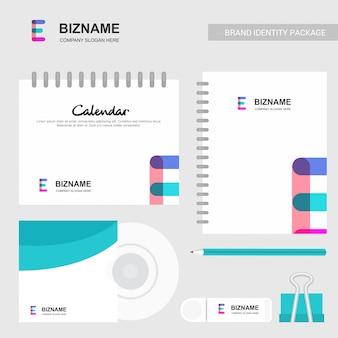 E logo abstrait et modèle de calendrier de cahier
