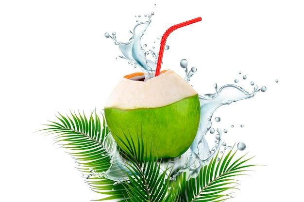 L'eau de coco avec des éclaboussures de boisson et de la paille en illustration sur les feuilles de plam fond blanc