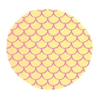 Échelle de poisson sur fond aquarelle. couleurs vives.