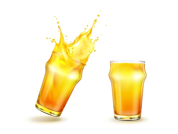 Éclaboussures de jus d'orange avec des gouttes en verre isolé sur blanc