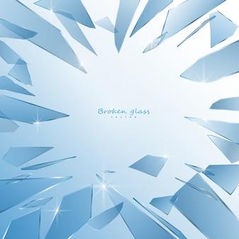 Éclats de verre cassés isolés sur fond blanc