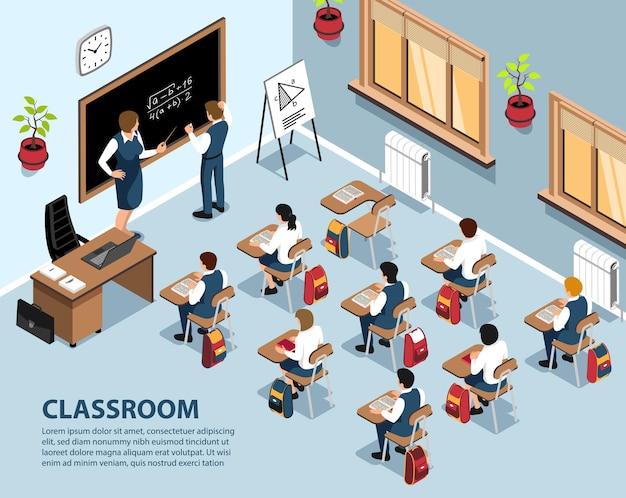 École isométrique avec des élèves de paysages intérieurs assis à des bureaux et un exercice de résolution d'enseignants au tableau noir