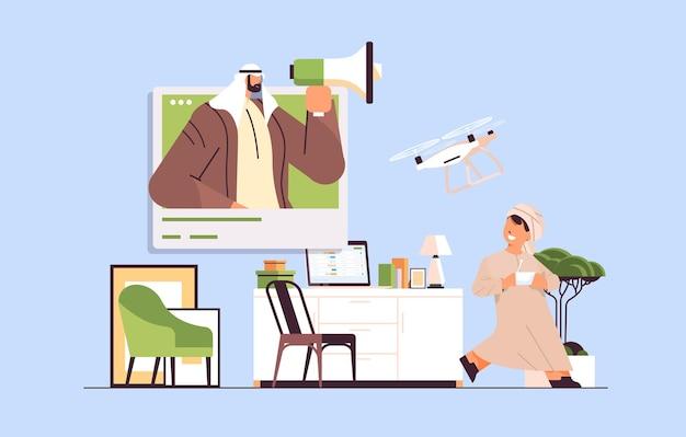 Écolier arabe contrôlant le drone aérien avec télécommande sans fil salon illustration vectorielle horizontale intérieure
