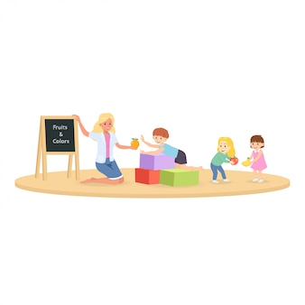 Des écoliers avec un enseignant en classe apprennent la leçon de fruits et de couleurs.