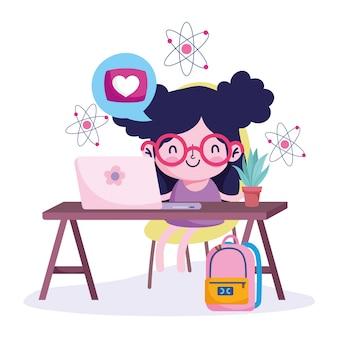 L'éducation en ligne, fille au bureau avec sac à dos pour ordinateur portable et plante, pandémie de coronavirus