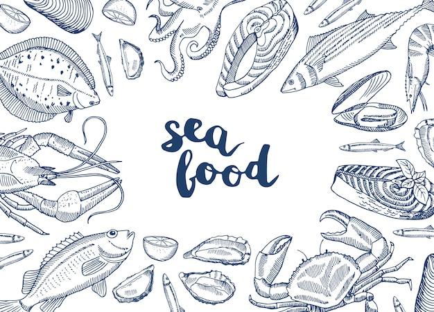 Éléments de fruits de mer dessinés à la main se sont réunis autour de lettrage