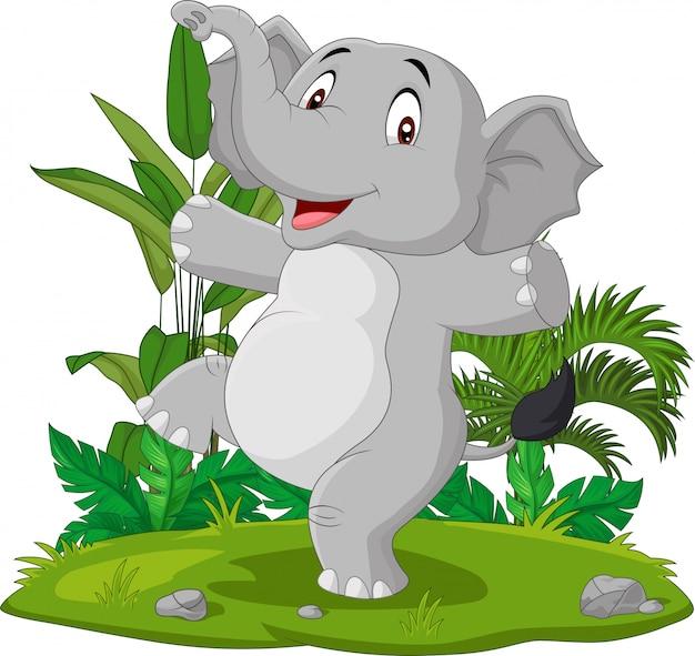 Éléphant heureux de dessin animé dansant dans l'herbe