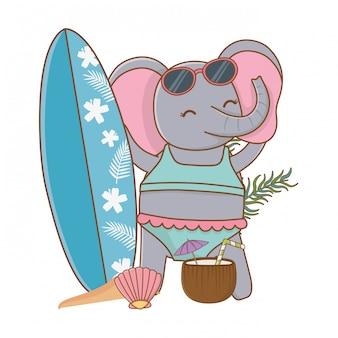Éléphant mignon profitant des vacances d'été