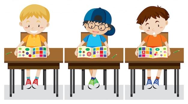 Les élèves étudient les formes et les couleurs