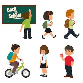 Élèves mignons en uniforme scolaire étudient.