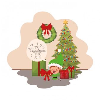 Elfe avec sapin de noël et cadeaux