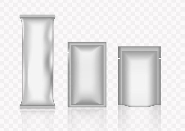 Emballage transparent pour les collations de maquette, chips de nourriture, sucre et épices isolés sur fond
