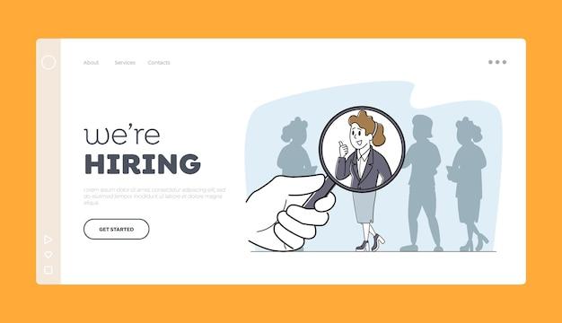 Embauche, modèle de page de destination de recrutement. énorme main avec loupe choisir le personnage de femme d'affaires se démarquer de la foule