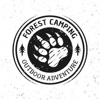 Emblème de camping rond vintage de vecteur d'empreinte d'ours, étiquette, insigne ou logo d'isolement sur le fond blanc