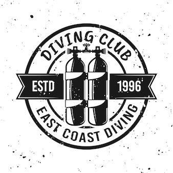 Emblème, étiquette, badge ou logo monochrome de vecteur de club de plongée sous-marine sur fond avec des textures grunge amovibles