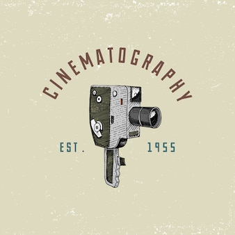 Emblème ou étiquette de logo photo, vidéo, film, caméra de cinéma du premier à maintenant vintage, gravé à la main dessiné dans un style de croquis ou de coupe de bois, ancien objectif rétro, illustration réaliste.