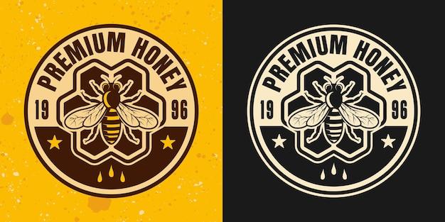 Emblème, insigne, étiquette ou logo de vecteur de styles de miel de qualité supérieure avec ruche sur fond jaune et sombre