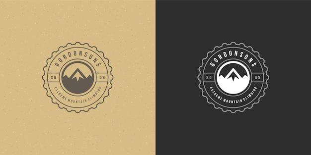 Emblème de logo de camping de montagne paysage extérieur illustration vectorielle silhouette de collines rocheuses pour chemise ou timbre imprimé. conception d'insigne de typographie vintage.