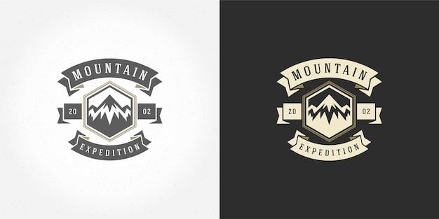 Emblème de logo de camping de montagne en plein air