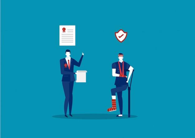 Un employé blessé avec des béquilles et une entreprise offre une assurance pour document de réclamation