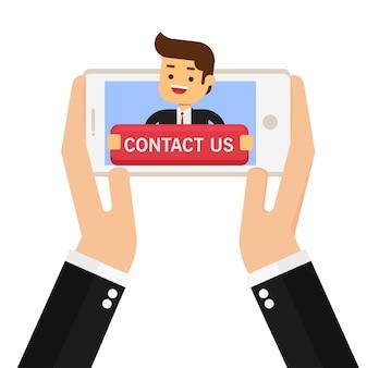 Employé de bureau tenant grand contactez-nous connectez-vous dans le téléphone