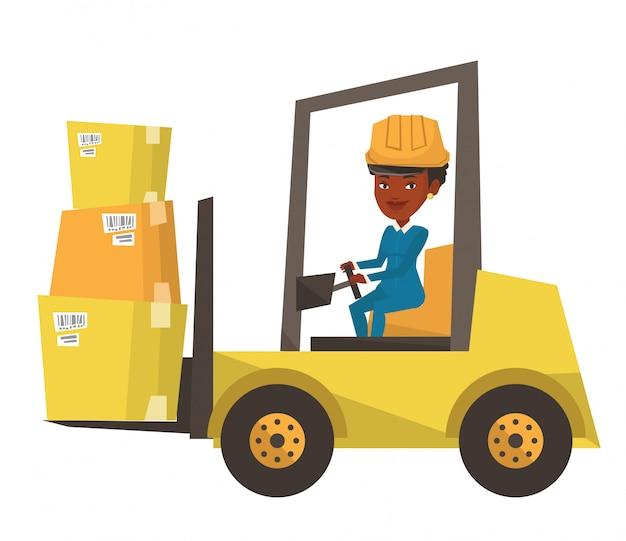 Employé d'entrepôt déplaçant la charge par chariot élévateur.