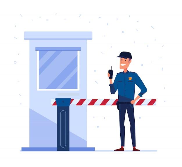 Employé d'une entreprise de sécurité avec radio portable devant le portail de sécurité fermé.