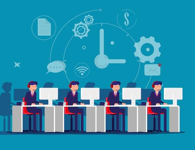 Employé d'entreprise travaillant en ligne