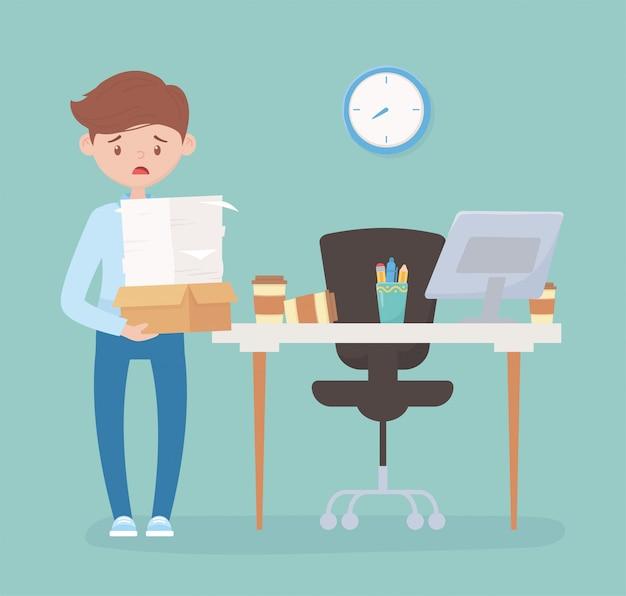 Employé stressé avec de nombreux papiers et boîte dans le stress au travail de bureau