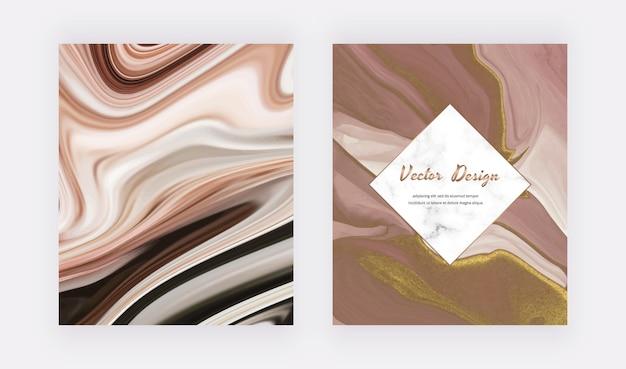 Encre liquide brune avec des couvertures de paillettes d'or pour les invitations