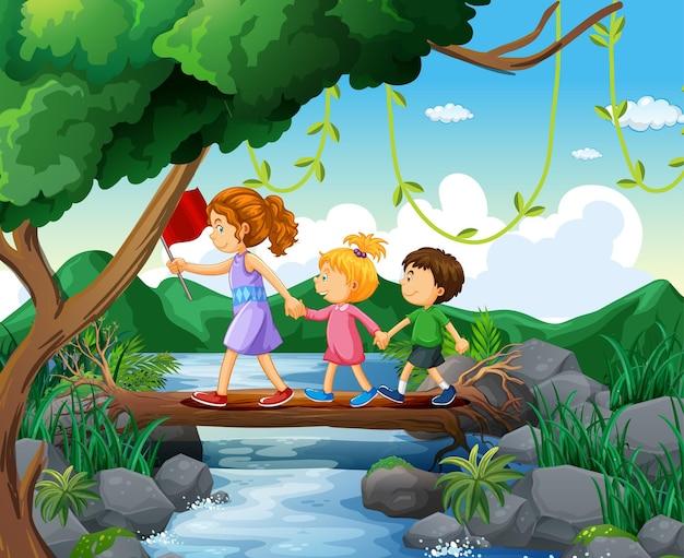 Enfant d'explorateur marchant dans la forêt avec le professeur