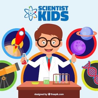 Enfant heureux dans le laboratoire des