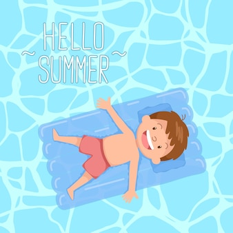 Enfant mignon allongé sur un lit flottant bonjour l'été