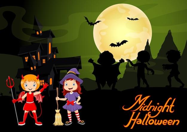 Enfant mignon dans un costume de diable et de sorcière