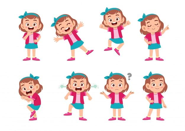 Enfant mignon avec de nombreuses expressions de geste