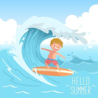 Enfant mignon surfant sur la grosse vague bonjour l'été