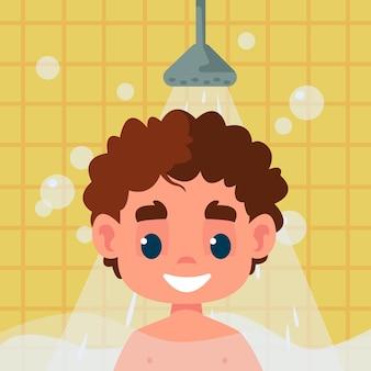 L'enfant prend une douche et se tient sous le jet d'eau dans la salle de bain