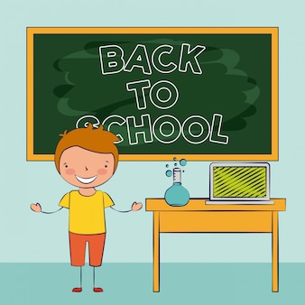 Enfant souriant dans la salle de classe, retour à l'école