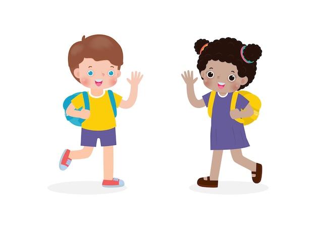 Enfants afro-américains avec le sac à dos disant au revoir aux personnages de dessins animés d'enfants caucasiens
