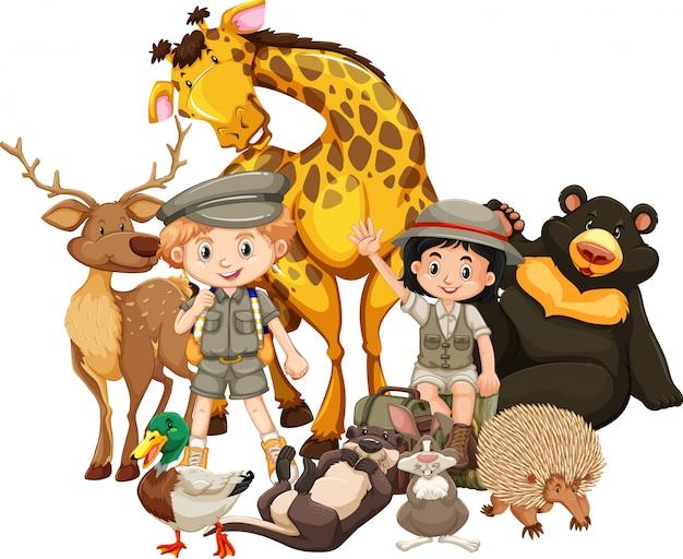 Enfants avec des animaux sur blanc